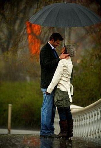 Girl Proposing A Boy Wallpapers صور رومانسية تحت المطر