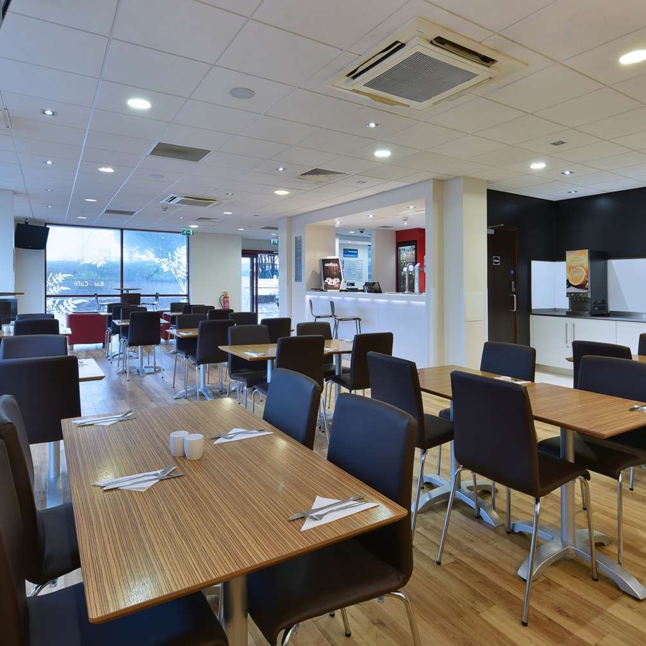Hotel Travelodge Paignton Seafront Torbay At Hrs With Free Services