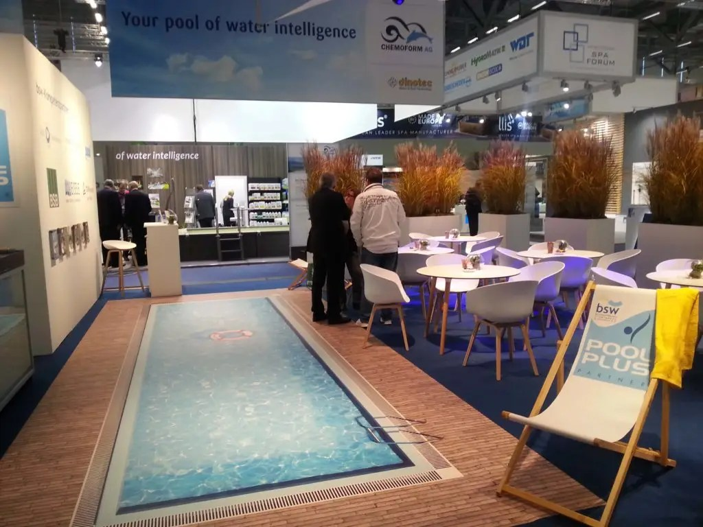 Pool Wärmepumpe Umbauen Die Ideale Messeattraktion Messestand Mit Einem Pool