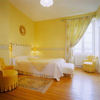 kamar tidur nuansa kuning (1)