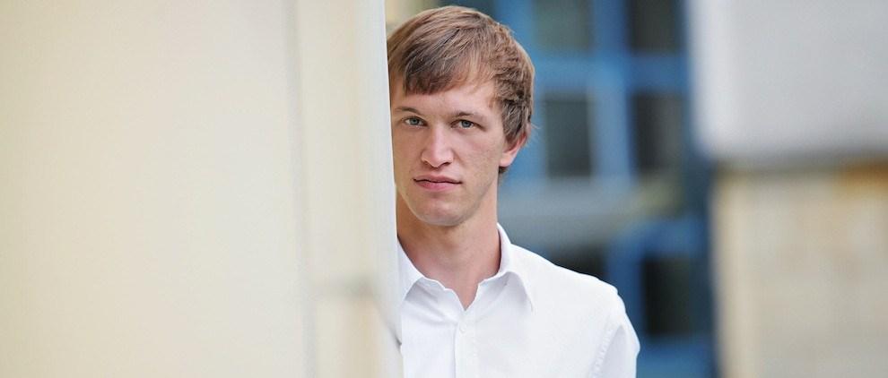 Johannes Bittner, Geschäftsführer von washabich.de, Medizinstudent und Sozialunternehmer in Dresden. Er denkt unternehmerisch und handelt kreativ. Inspiriert wird er von den Menschen in seinem Umfeld. Foto: Amac Garbe