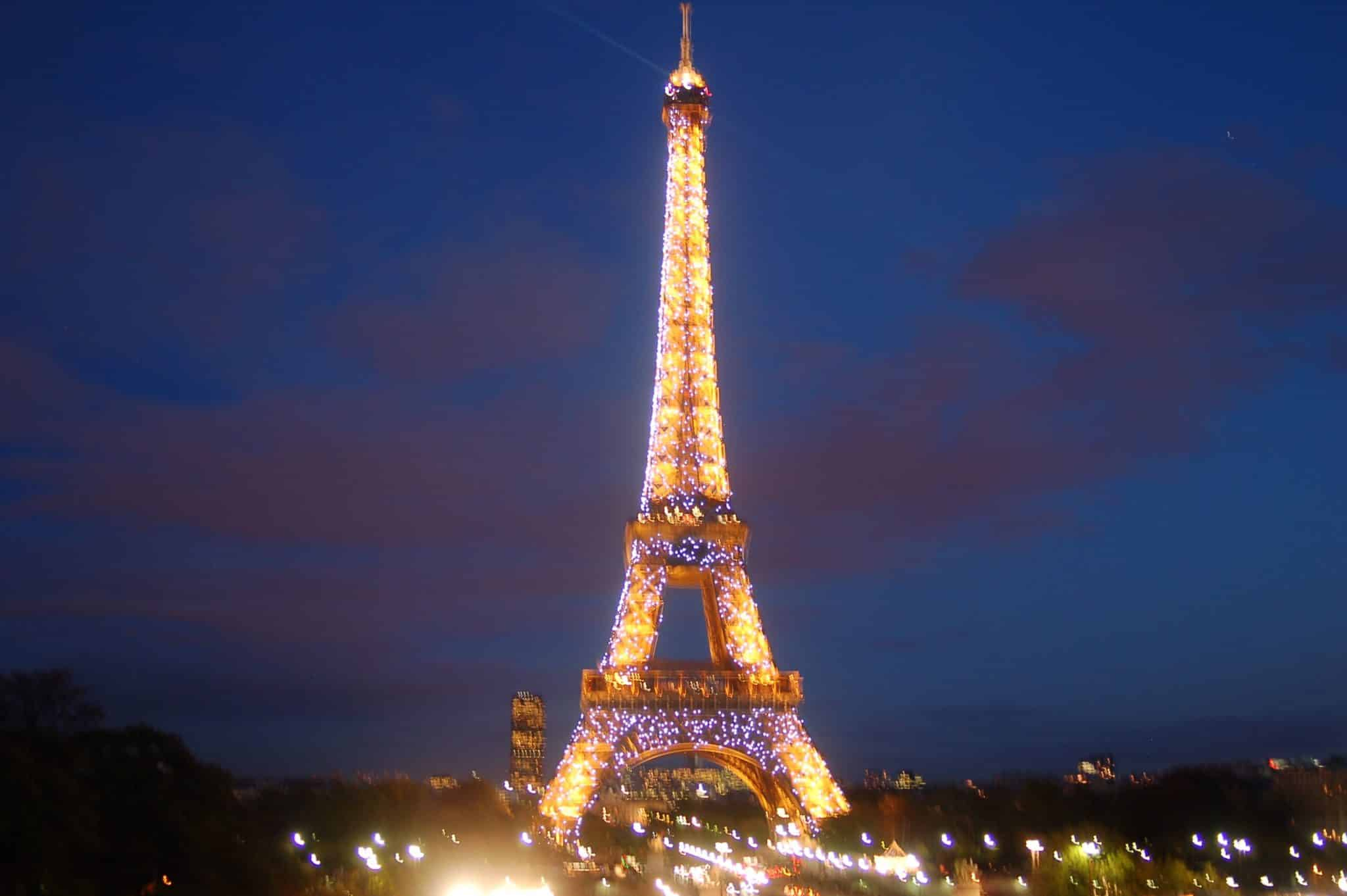 Twilight Breaking Dawn Wallpaper For Iphone Eiffel Tower Cultural Icon Of Paris France Found The World
