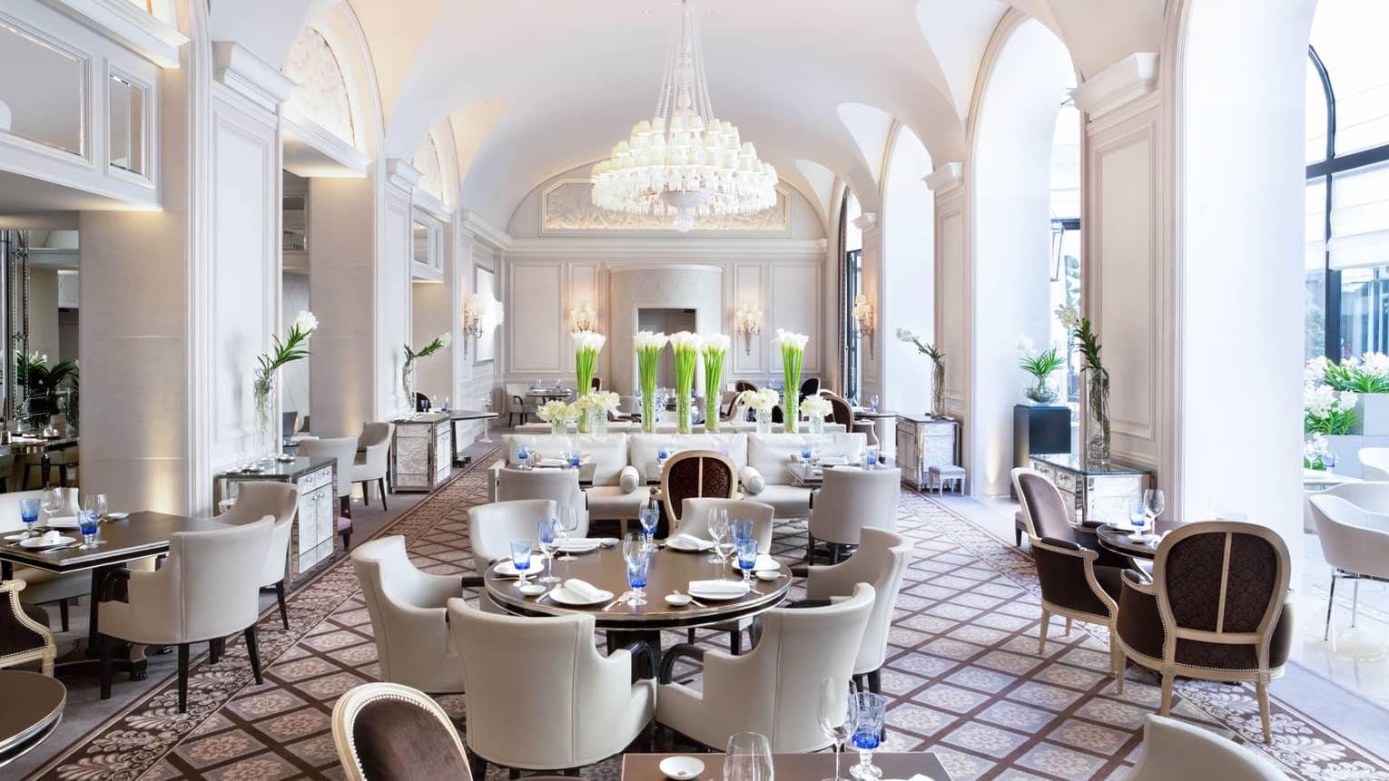 Restaurant Design Paris Paris Restaurants Fine Dining Four Seasons Hotel George V Paris