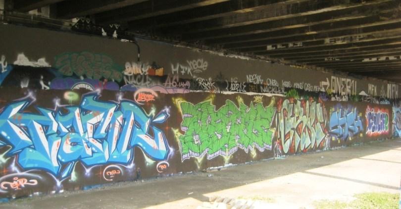 05.09.12 besancon Grin graffiti (2)
