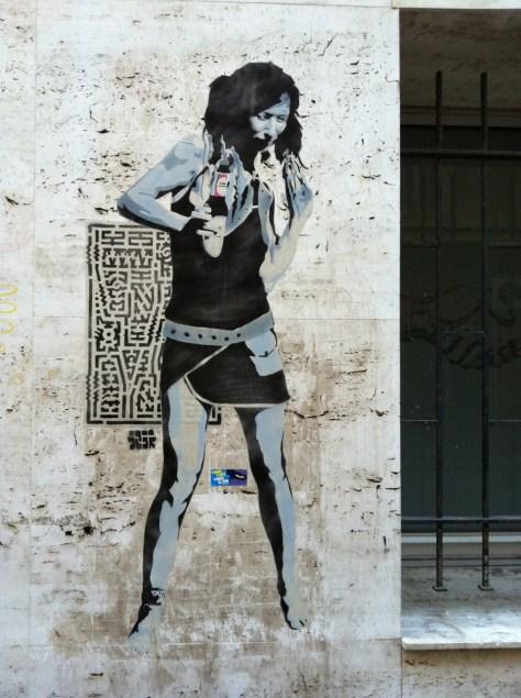 Marseille_collage_femme_sebr (2)