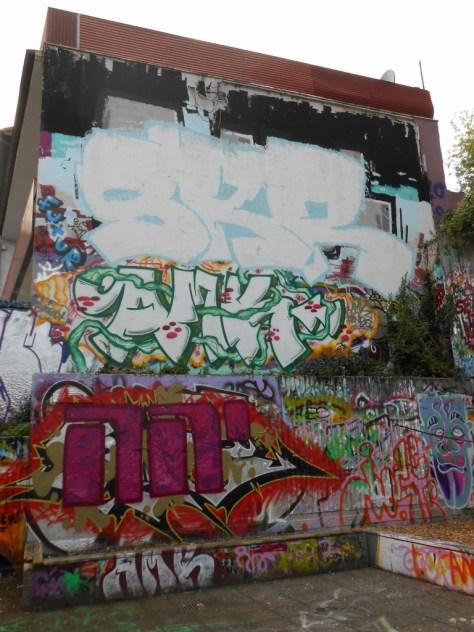 haus der jugend wupperal elberfeld - graffiti sept 2015 SKR, AMK (1)
