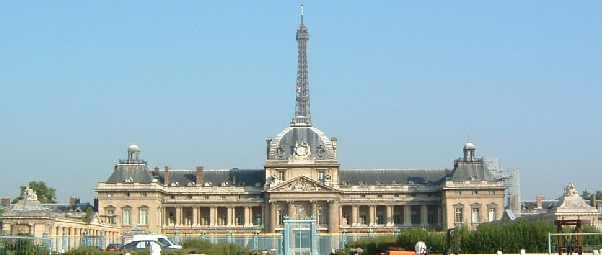 Paris La Tour Eiffel Et Le 7 Arrondissement