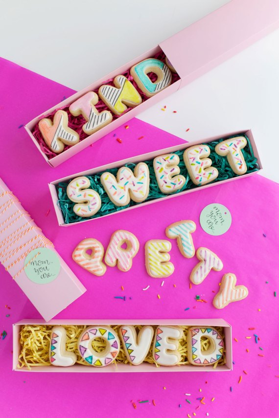 DIY Mother's Day Cookie Cards via Love Tell Chocolate | Francois et Moi