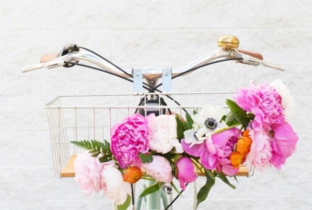 diy-floral-bike-basket-2-800x1200