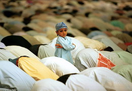 """""""...a mecsetek térdeplői"""" (Foto:Bangash)"""