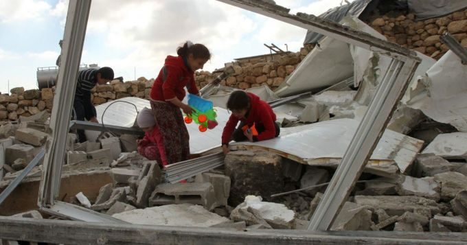 palesztin lanyok hazuk romjai kozott frankpeti