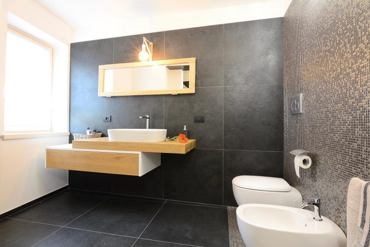 Bagni Piastrelle Nere : Bagno senza piastrelle come progettare un bagno con bagno senza