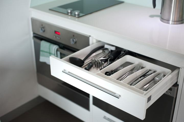 Cocinas Online Image Of Open Cutlery Drawer In A Kitchen Cabinet