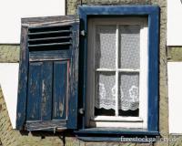 Altes Fenster mit Fensterladen - Fachwerkhaus