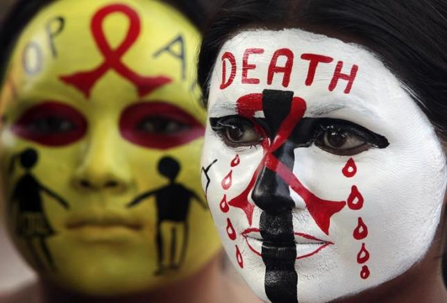 Volunteers of National Service Scheme (NSS) pose with HIV/AIDS awareness messages on their faces during a face painting competition ahead of the World AIDS Day in the northern Indian city of Chandigarh November 29, 2014. World AIDS Day is observed on December 1 every year. REUTERS/Ajay Verma (INDIA - Tags: HEALTH SOCIETY)