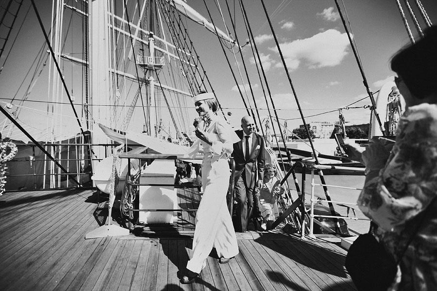 Wozaczinski Dagmara+Maciek 10 Married on a Boat in a Beautiful Sailor Outfit