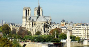 The chevet of Notre-Dame Cathedral © French Moments