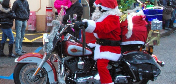 Santa on his bike © French Moments