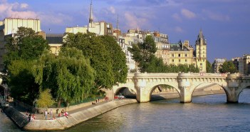 The banks of the River Seine © French Moments
