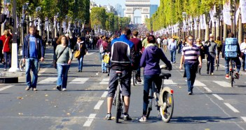 Paris car free on the Champs-Élysées © French Moments