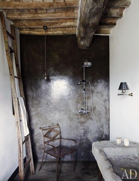 Une maison au charme rustique en italie frenchy fancy for Salle de bain italie