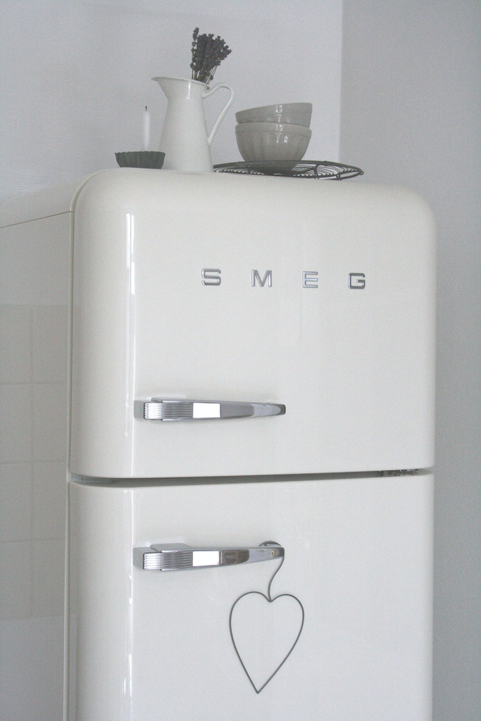 Tendance le frigo smeg frenchy fancy for Interieur frigo smeg
