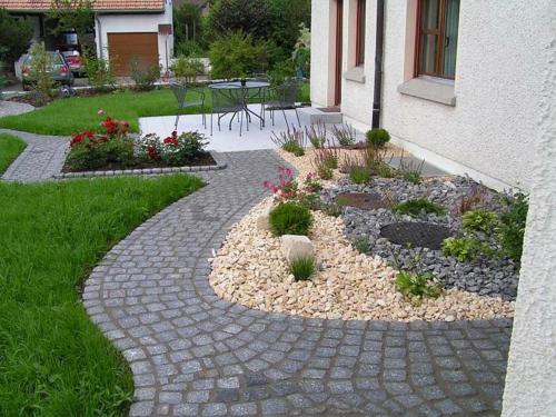 Vorgartengestaltung mit Kies - 15 Vorgarten Ideen - kleinen vorgarten gestalten