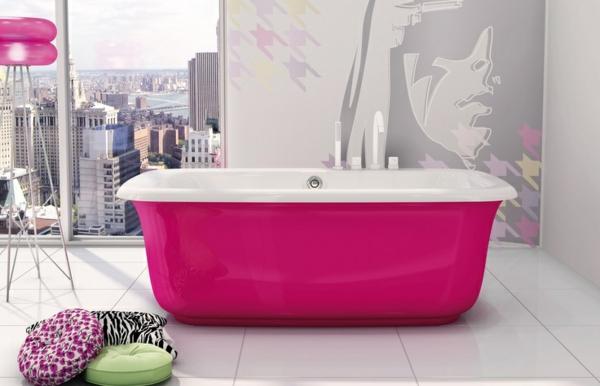 Freistehende Badewanne im modernen Badezimmer - badezimmer pink
