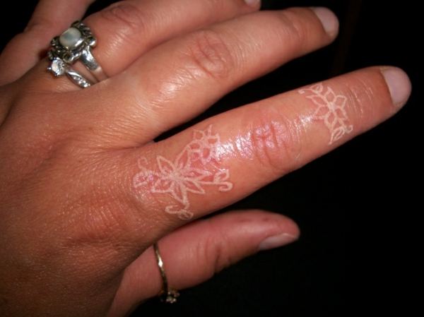 Ehering Tattoo Finger Geile Tattoo Vorlagen Und Designs In Weiß