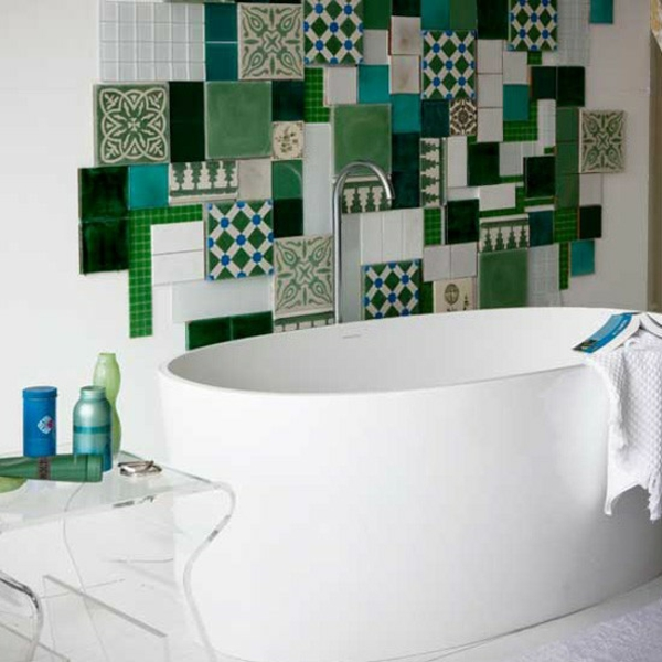 Kleines Bad Fliesen - helle Fliesen lassen Ihr Bad größer erscheinen - badezimmer fliesen holzoptik grun