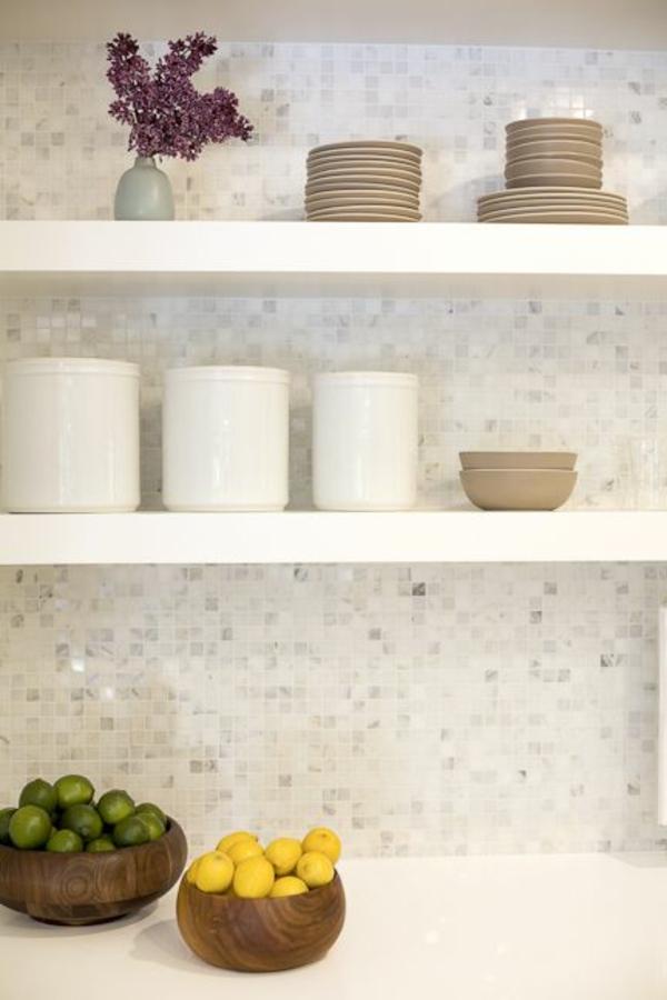 Küchenrückwand Ideen - Mosaikfliesen in der Küche - weisse kuche mit mosaikfliesen