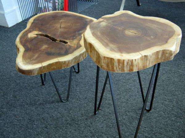 Baumstamm Tisch - der Eyecatcher im rustikalen Wohnzimmer - designer stuehle metall baumstamm