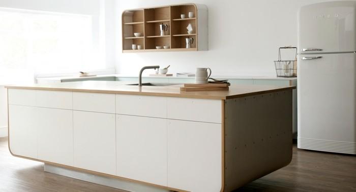 Excellent Moderne Hi Macs Kuche Insel Messing Spulen Retro Design With Kche  Mit Retro Khlschrank.