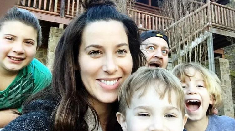 http://i0.wp.com/freshmommyblog.com/wp-content/uploads/2016/04/family-selfie.jpg?resize=750%2C420