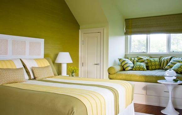 Schlafzimmer mit Dachschräge gemütlich gestalten - fresHouse - schlafzimmer ideen in grun
