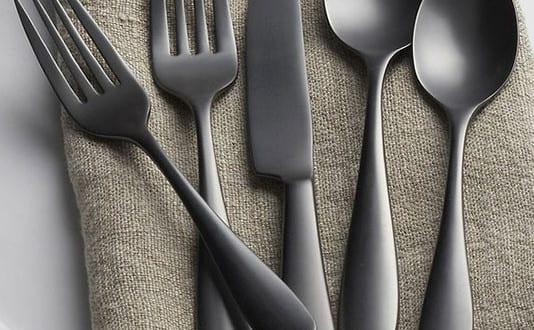 Tisch decken mit modernem Besteck von Katala Titanium - fresHouse - tisch decken mit modernem besteck