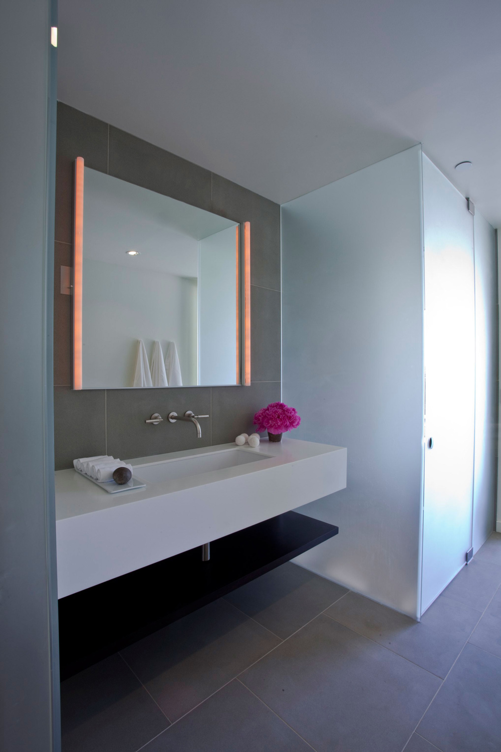 Espejos Rectangulares Bathroom Mirror, Lighting, Elegant Modern Interior In