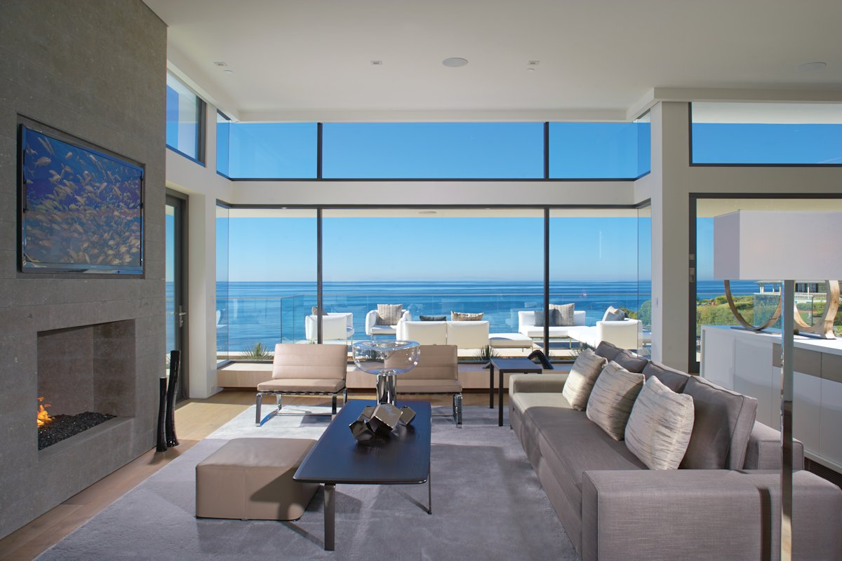 Moderne Sofa Sofa, Fireplace, Large Windows, Beach House In Laguna