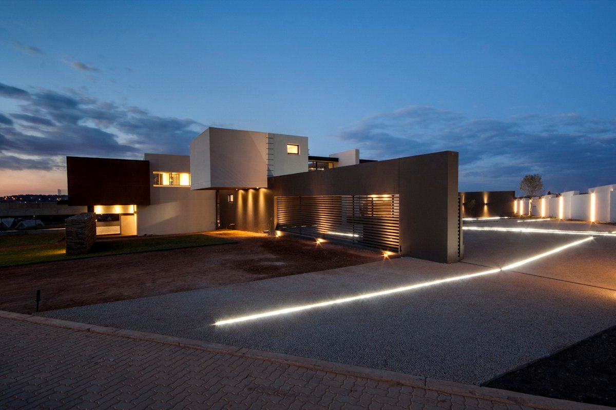 Contemporary Driveway Luxurious Modern Residence In Pretoria South Africa