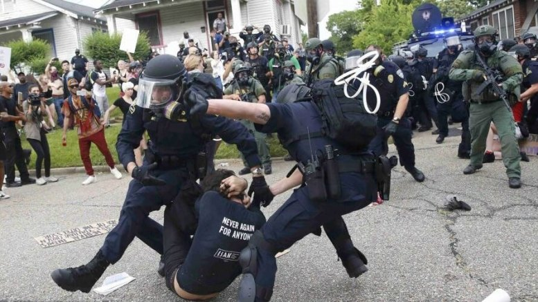 A scene in Baton Rouge on Sunday. (Photo: Reuters)