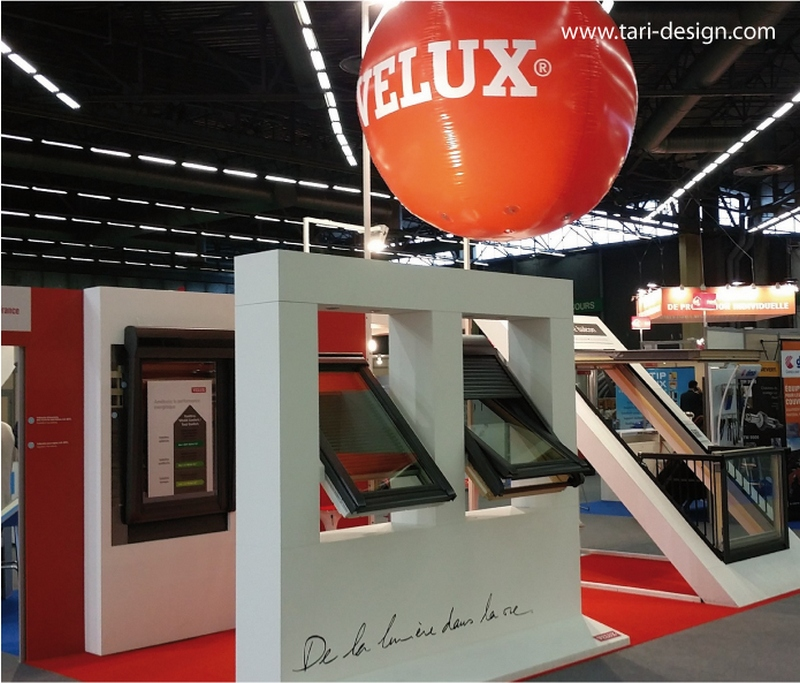 un ballon g ant velux de 1m80 sur les grands salons parisiens. Black Bedroom Furniture Sets. Home Design Ideas