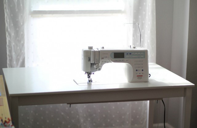 Diy Ikea Sewing Table Tutorial From Marta With Love - Ikea Maquina De Coser