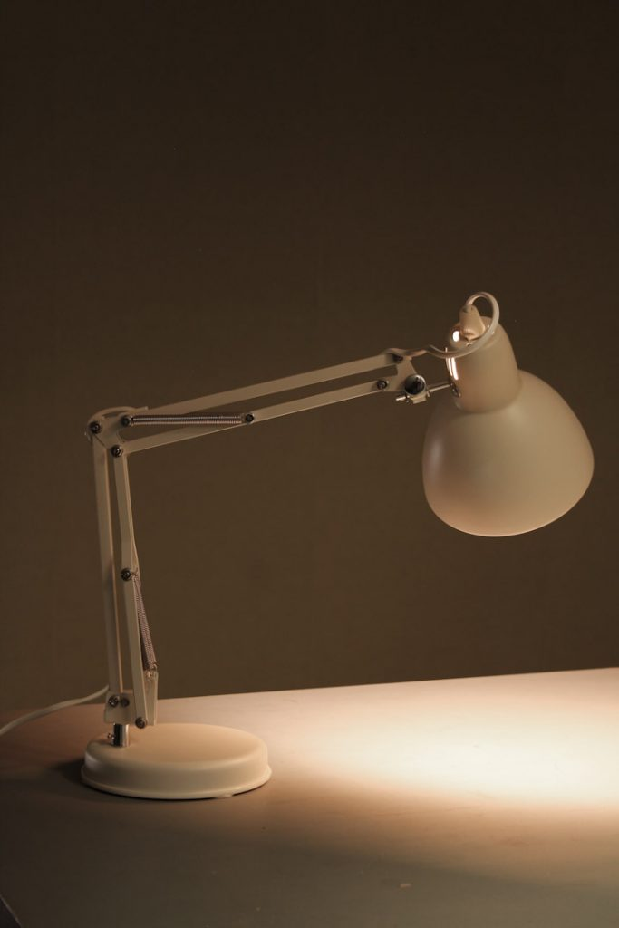 Wit Licht Lamp Retro Bureaulamp Wit / Schaarlamp - Froufrou's