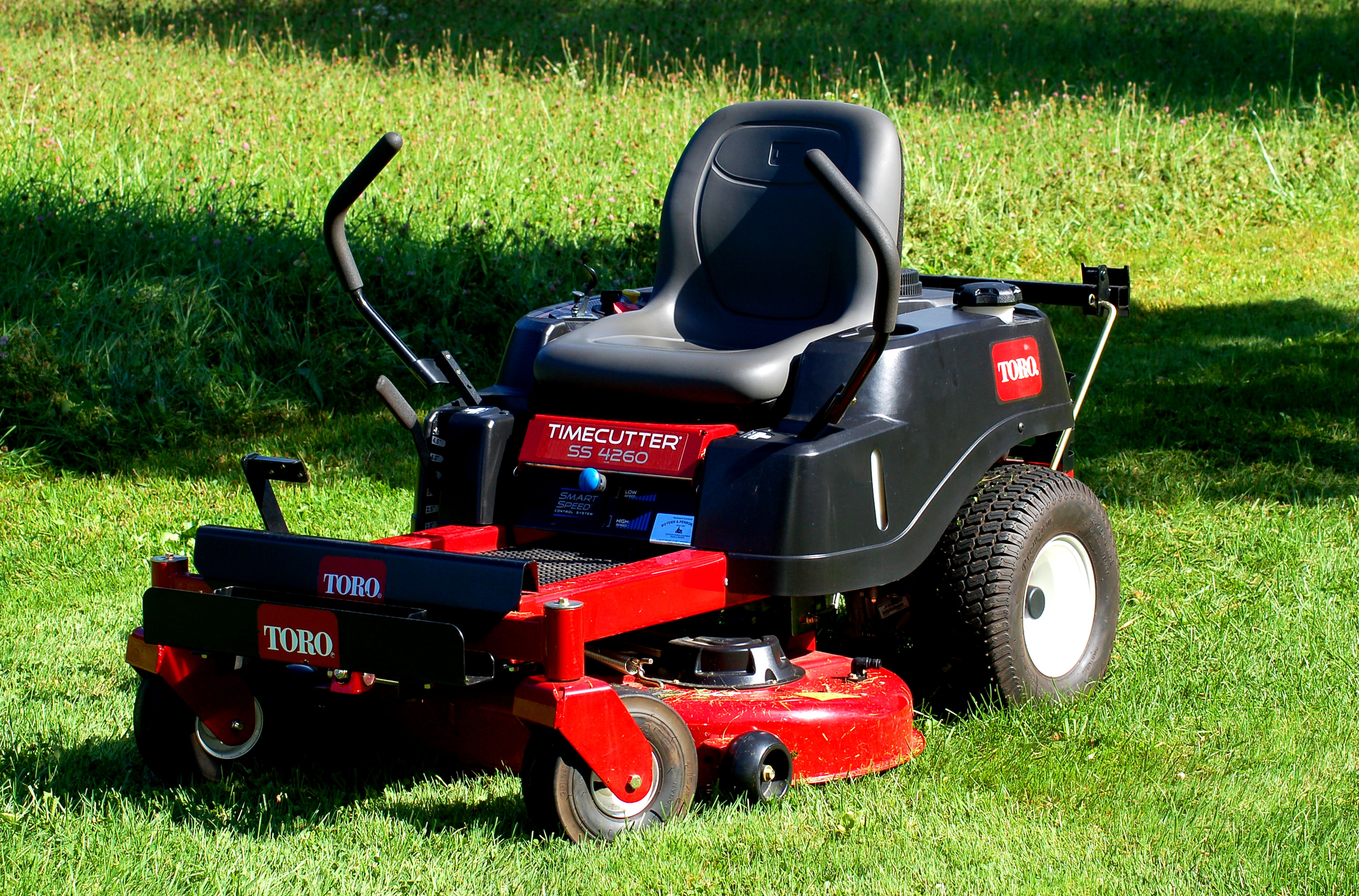 Lawn Mower Riding Mowers Vs Lawn Tractors What 39s The Difference