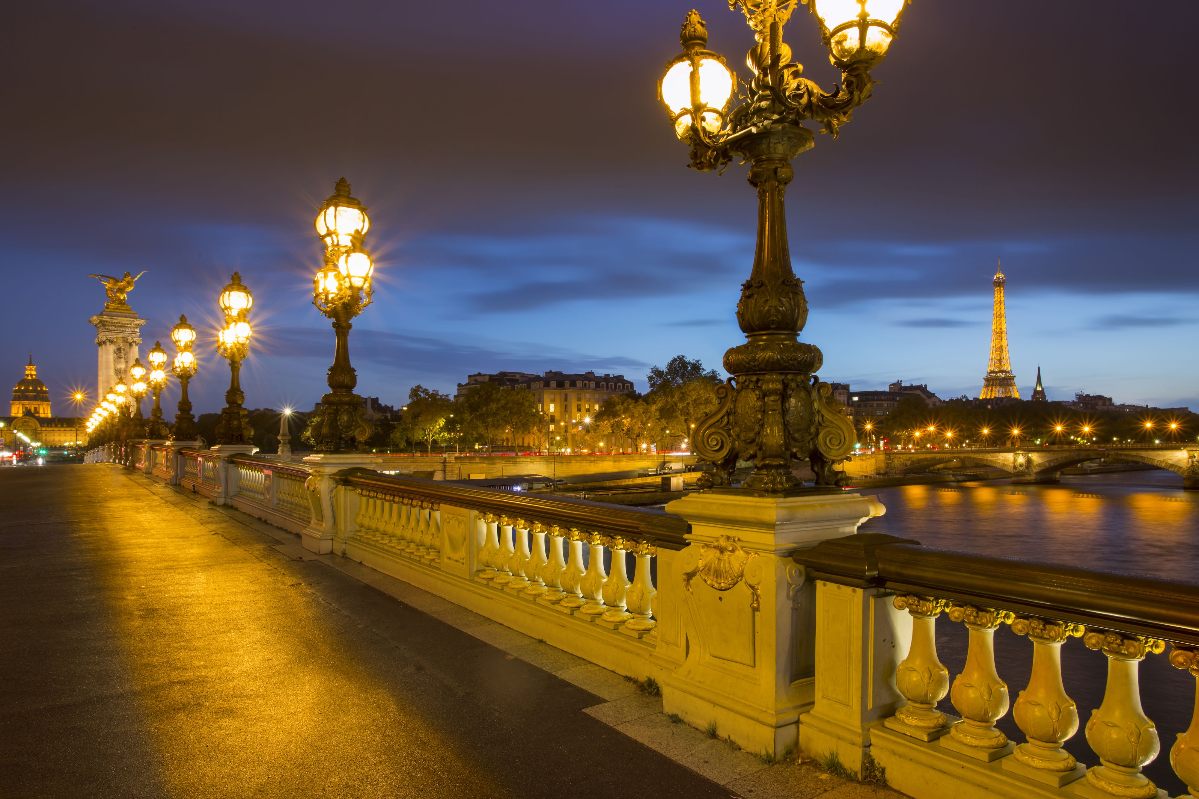 Car Lights Night Wallpaper Paris Tourist Information Offices And Welcome Centers