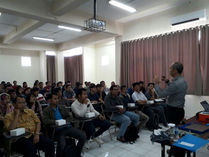 "Kuliah Umum T. Elektro FTI-UJ: ""To be a Different Leader"""