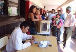 Aún hay filas en Recinto Patricias Mendocinas, Mendoza Capital