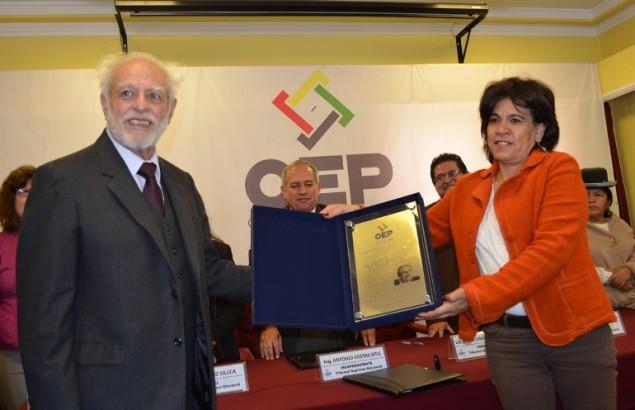 La Sala Plena del TSE reconoció el aporte profesional del ex Vocal Iván Guzmán de Rojas