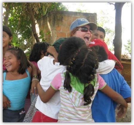 el-salvador-hugging