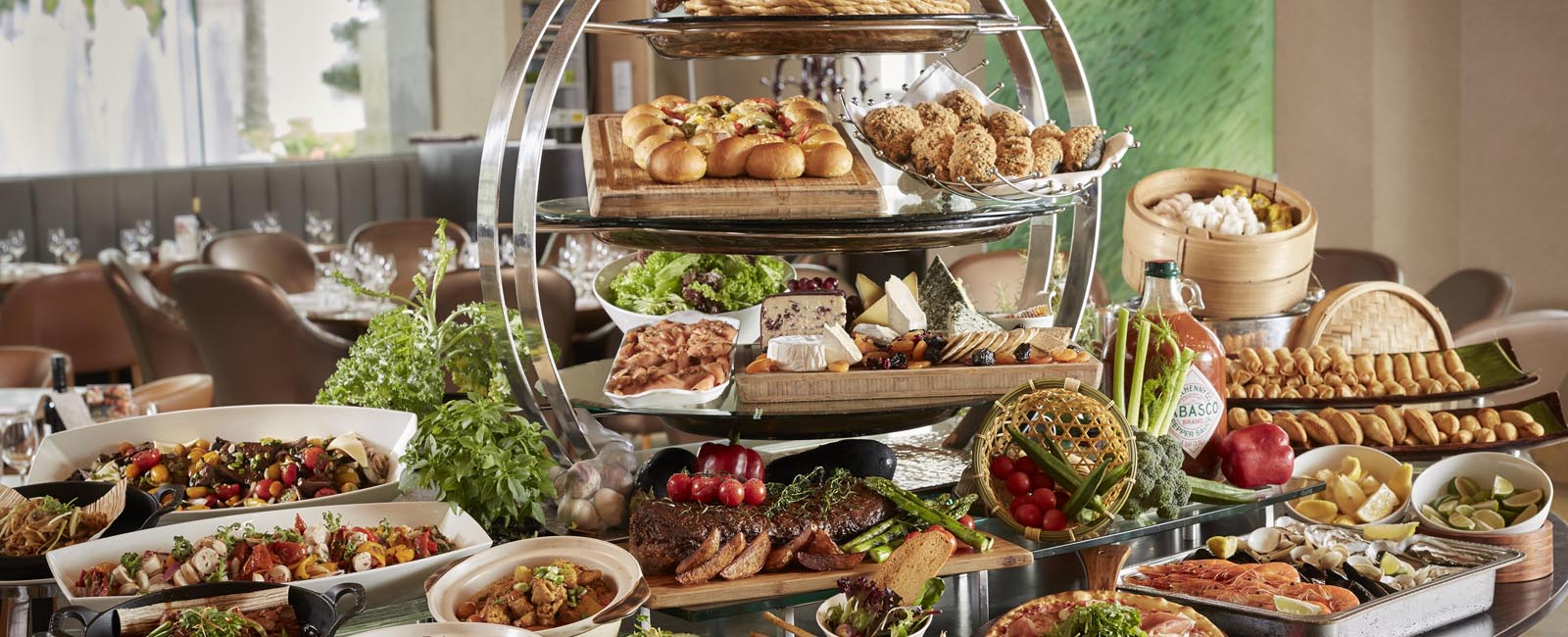 Les Grands Buffets Reservation The Fullerton Hotels Hotel Restaurants In Singapore Dining